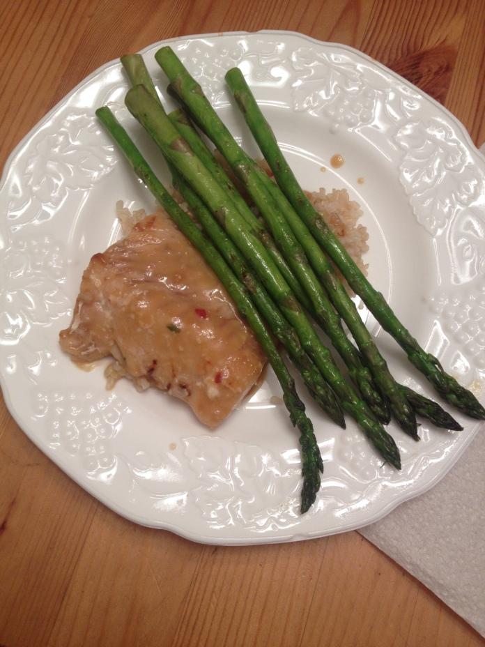 Cod, brown rice, asparagus.