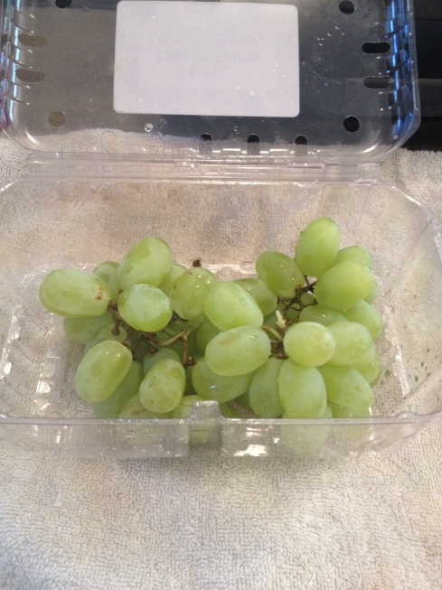 I LOVE GRAPES.