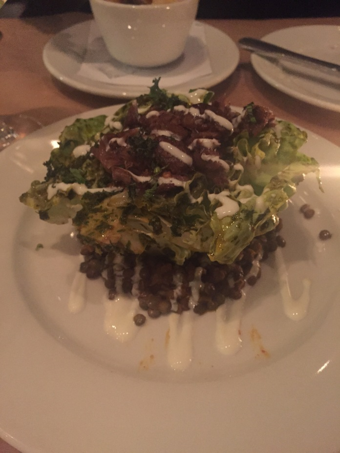 Butter lettuce with lamb's neck and lentils.